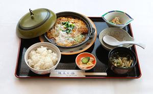 写真:カツ煮定食